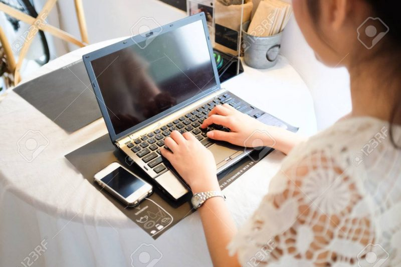 Freelance e business asian women using laptop computer in coffee shop co-networking mange ment concept